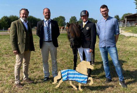 Herr Schreder zu Besuch bei den Bayerischen Islandpferde-Meisterschaften